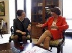 elena kagan does not cross legs