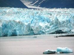 http://www.ihatethemedia.com/wp-content/uploads/hubbard-glacier-e1264352614565.jpg