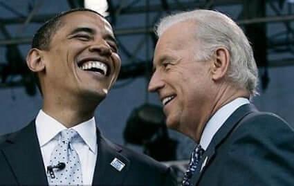 Barack Obama riéndose