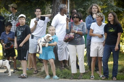obama-marthas-vineyard-crowd