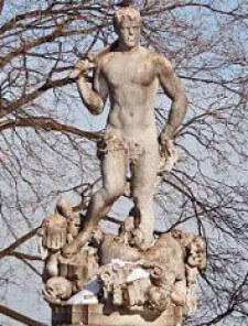 queens statue sexist