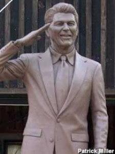 reagan-statue-warsaw